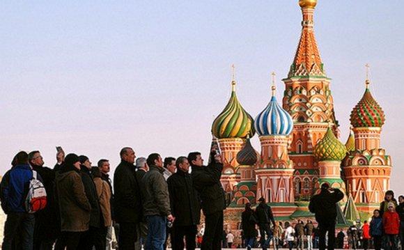 туристов в России летом